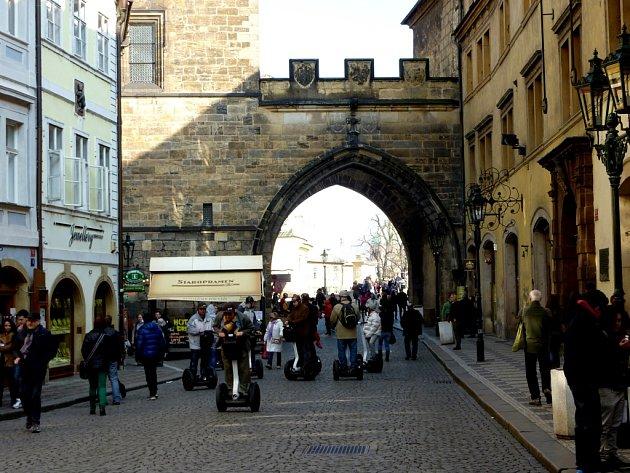 Táborská akce v Praze se povedla, i nepovedla. Jihočeští husité zdatně pomohli, aby se Praha ubránila Zikmundovi, ale plenění kláštera na Zbraslavi jim na reputaci dost ubralo.