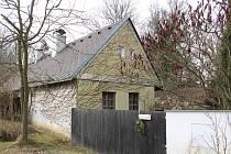 Malá vesnička Třebiště u Skalice na Soběslavsku se stala dějištěm vraždy mladé ženy. Podle informací Deníku ji měl ve čtvrtek ráno spáchat její partner, který na sebe posléze zavolal policisty.