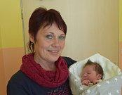 Matyáš Novotný z Velmovic. Narodil se rodičům Nikole a Martinovi 16. května v 6.36 hodin jako jejich první dítě. Vážil 3750 gramů, měřil 51 cm a radost z něj má i babička Jitka (na snímku).