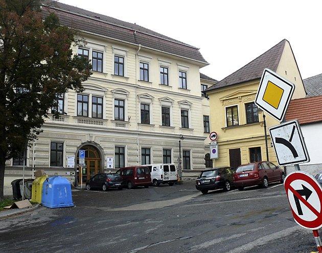 Školní náměstí.