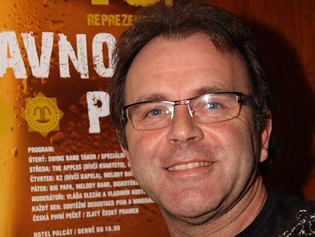 Také zpěvák a kytarista Jakub Smolík včera krátce vystoupil na táborských Slavnostech piva. Jeho den teprve nastane, a to 17. ledna v Divadle Oskara Nedbala.