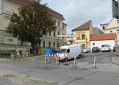 Školní náměstí v Táboře se do konce listopadu rekonstruuje