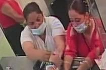 Policisté v Táboře zjišťují totožnost žen na snímku.
