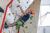 Letos v únoru se Patrik Lučanský z Písku zúčastnil již podruhé krajské soutěže profesionálních hasičů v lezení na umělé stěně. Na stanici v Táboře potvrdil své loňské vítězství.