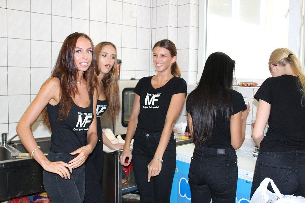 Deset finalistek Miss Face tráví týdenní soustředění v Táboře.