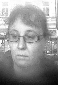 Tato žena by mohla policistům poskytnou velmi důležité informace. Proto by měla policisty kontaktovat.
