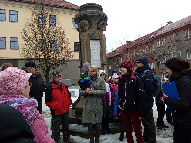 Zájemci o historii se setkali v sobotu u táborského meteorologického sloupu, aby společně vyrazili na další sobotní vlastivědnou procházku, tentokrát na téma Po ulicích Nového Města.