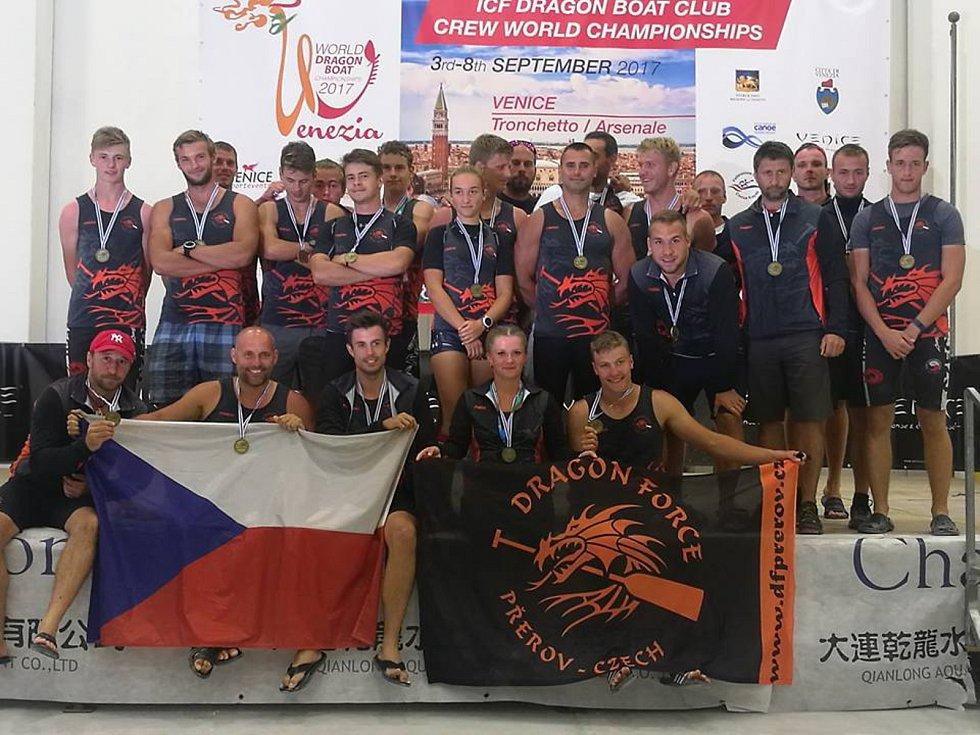 Kanoisté zBechyně uspěli na Mistrovství světa dračích lodí.