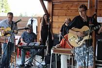 Setkání s hudbou na soběslavském koupališti v roce 2017.