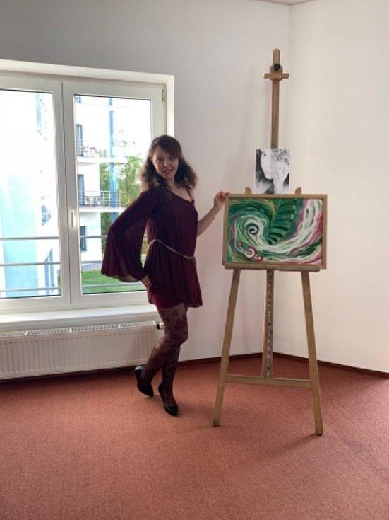 Jiřina Daňhelová, Eva Toulová a Lucie Ottová na zahájení výstavy v Galerii Záliv v Bechyni.