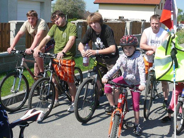 Na start se postavilo téměř 30 cyklistů.