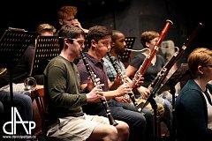Mladí muzikanti z celého světa v Táboře studují program pro festival Prague Summer Nights.