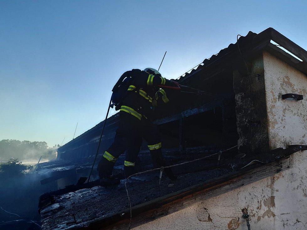 Ve čtvrtek večer zaměstnal hasiče požár v Dobronicích u Chýnova.