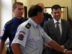 Stanislav Snášel při vstupu do soudní síně.