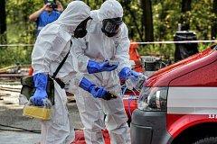 Z pěti krajů přijeli hasiči trénovat pro případ úniku radiace z JE Temelín.
