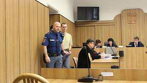 Soud s pachatelem vraždy v chatové osadě