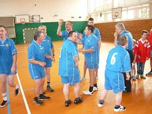 Táborský FK Rohlík a hosté FC Klíček Záluží spolu soupeřily v sálové kopané o putovní pohár.