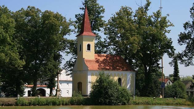 Kostelík v Mažicích.