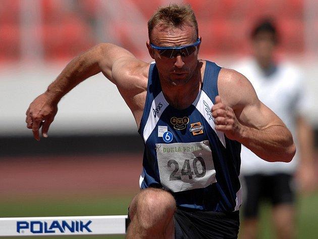 Úspěšný reprezentant České republiky Tomáš Dvořák závodil na táborském atletickém stadionu při mistrovství České republiky ve vícebojích v roce 2006.