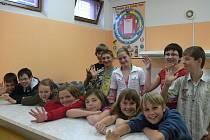 Průběh voleb sledovali žáci chýnovské základní školy bedlivě.