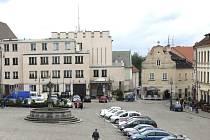 Na táborském Žižkově náměstí se nachází 53 parkovacích míst.