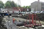 Dům pro seniory v Táboře bude podsklepený. Z místa stavby odvezla nákladní auta 5,5 tisíce metrů krychlových zeminy.