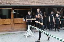 Účastníky workshopu, kteří si vyzkoušeli šerm či jízdu na koni, školil Petr Nůsek