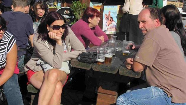 Při nedělním sluníčku už pivo více chutnalo.