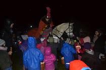 Děti se dočkaly Martina na bílém koni.