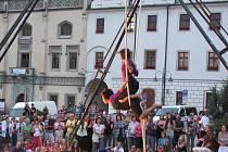 POULIČNÍ DIVADLO.  Během víkendu můžete v ulicích Tábora potkat  v rámci 6. ročníku Festivalu pouličního divadla klauny, mimy, žongléry, chůdaře, divadelníky nebo hudebníky.