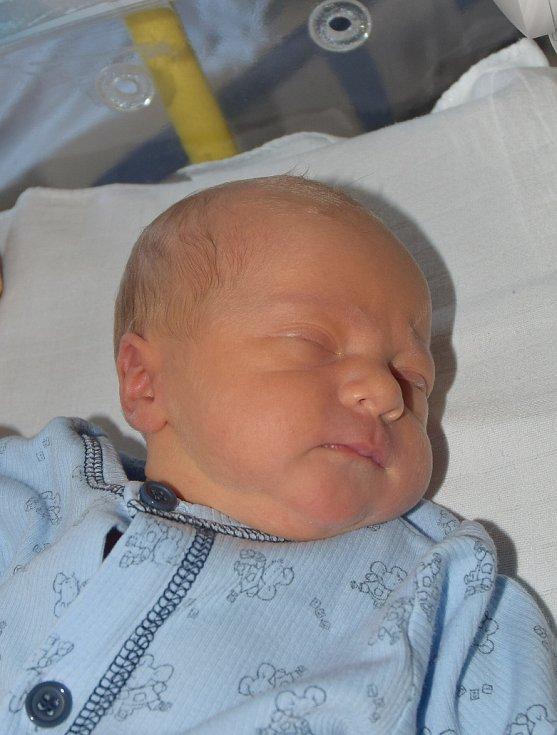 Šimon Šponiar z Mladé Vožice. Poprvé na svět pohlédl 3. září v 15.49 hodin. Vážil 2660 gramů, měřil 46 cm a doma už má sestřičku Barboru, které je třináct let.