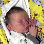 NATÁLIE MRÁZOVÁ ZE ŘÍPCE. Rodičům Lence a Danielovi se narodila 27. dubna v 0.22 hodin. Vážila 3070 g a měřila rovných 50 cm.