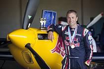 Martin Šonka, mistr světa v sérii Rd Bull Air Race, má šanci vyhrát anketu potřetí v řadě.