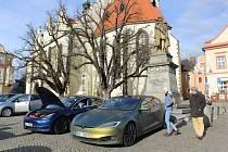 V sobotu z táborského Žižkova náměstí startoval již šestý ročník Rallye Česká Sibiř. Jedná se o sportovní akci, kterou pořádá sedlecko-prčická Asociace pro elektromobilitu ČR.