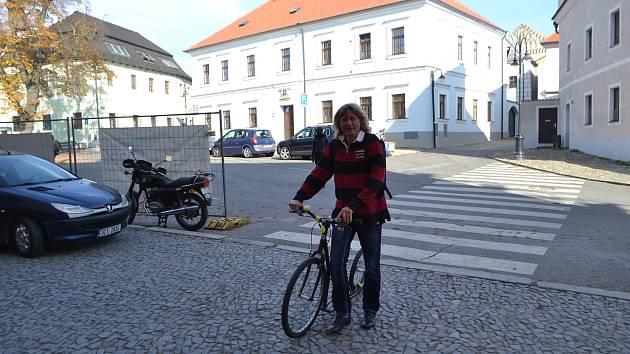 Starosta Jiří Fišer dorazil volit už sedm minut po otevření volební místnosti.