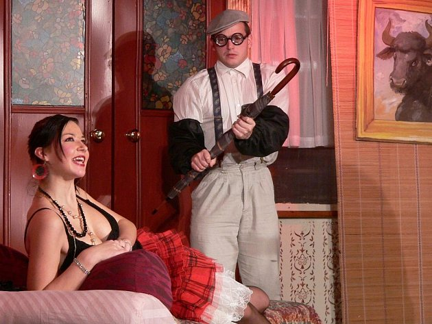 Ochotníci představili obnovenou premiéru hry Milenka pana Brumlíka.