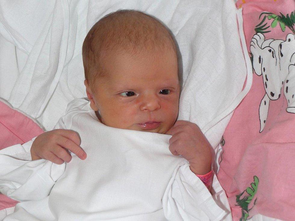 ANETA PRAVDOVÁ Z VESELÍ NAD LUŽNICÍ. Přišla na svět 15. března v   15.55 hodin. Vážila 3050 g, měřila 50 cm a je první dcerou  svých rodičů.