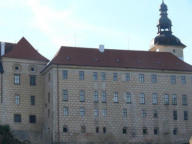 Výzkum areálu bechyňského zámku přinesl poznatky o osídlení z doby hradištní.