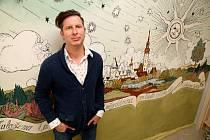 Výtvarník. Richard Fischer se postaral o interiér hvězdárny.