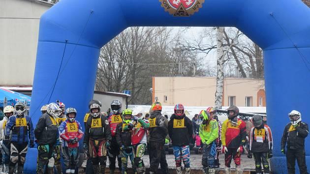 Atraktivní podívaná pro diváky a nemilosrdný zápas s bahnem pro jezdce a jejich pionýry, to byl 19. ročník Off-road fichtel day v Soběslavi.