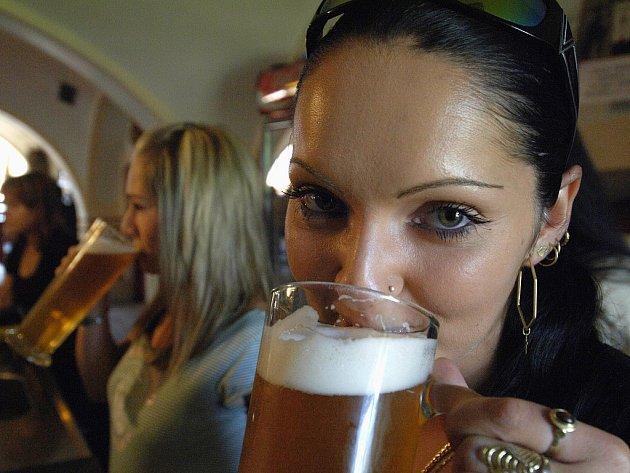 NA ZDRAVÍ! Výzkum jihočeských odborníků prokázal, že mírné pití piva je zdraví prospěšné.
