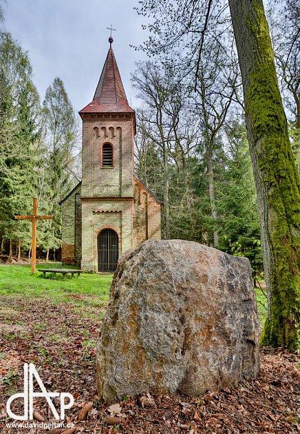 Sochař Martin Mikula udělal pro Soběslav novou křížovou cestu.