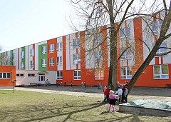 Základní škola Zborovská na Pražském Sídlišti posílila svou ostrahu o kamerový systém.