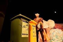 V Soběslavi děti viděly hru o třídění odpadů.