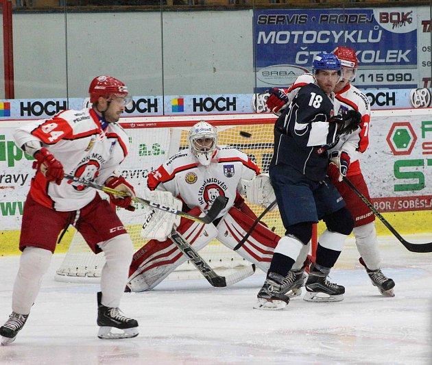 V prvním sezónním utkání porazili Táborští Pelhřimov 6:3.