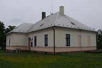 Současná podoba bývalé skrýchovské školy, dnes obecního úřadu