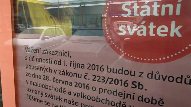 Upozornění , že bude zavřeno ve státní svátek. Ilustrační foto.