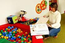 Monitory Rodičovskému centru  Radost přivezla Alena Havrdová z Nadace Křižovatka. Rodiče si můžou vyřídit půjčení každé  pondělí a  pátek dopoledne.
