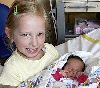 VALENTÝNA ŠUBROVÁ ZE SEZIMOVA ÚSTÍ. Narodila se 23. června v 0.32 hodin. Vážila 2650 g, měřila 46 cm a  má sestřičku Nikolku (4).