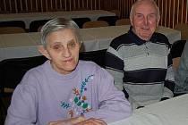 Mezi několika desítkami návštěvníků sobotního odpoledního koncertu dechové hudby Stavovanka v kulturním domě ve Stříbře byli také manželé Věra a Josef Tonovi
